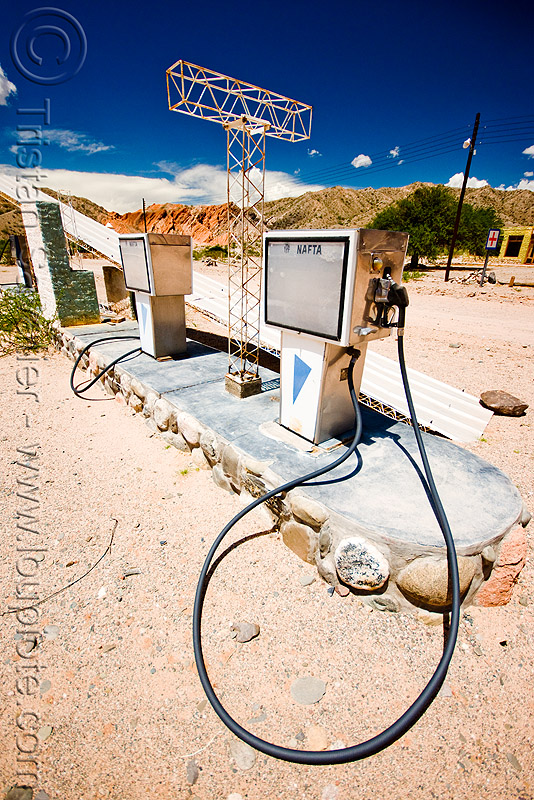 abandoned gas station  (argentina), argentina, cafayate, calchaquí valley, gas pumps, gas station, ghost town, nafta, noroeste argentino, petrol pumps, petrol station, pipe, valles calchaquíes