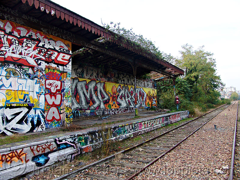 abandoned train station - petite ceinture - abandoned railway (paris, france), abandoned, graffiti, paris, petite ceinture, railroad tracks, rails, railway tracks, trespassing, urban exploration