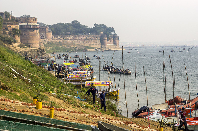 allahabad fort - boats on the yamuna river (india), defensive wall, fortifications, fortress, kumbh mela, kumbha mela, maha kumbh, maha kumbh mela, paush purnima, people, pilgrims, rampart, river bank, river boats, water, yatris