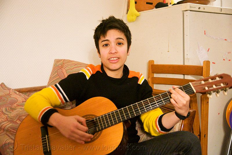 alyssa singing and playing the guitar in paris, androgynous, guitar player, people, woman
