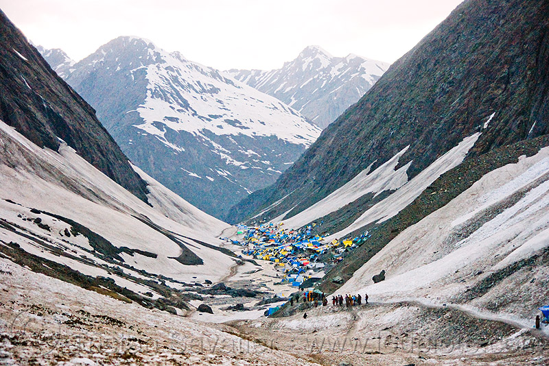 amarnath valley and tent village - amarnath yatra (pilgrimage) - kashmir, amarnath yatra, kashmir, mountains, pilgrimage, pilgrims, snow, trail, trekking, valley, yatris, अमरनाथ गुफा