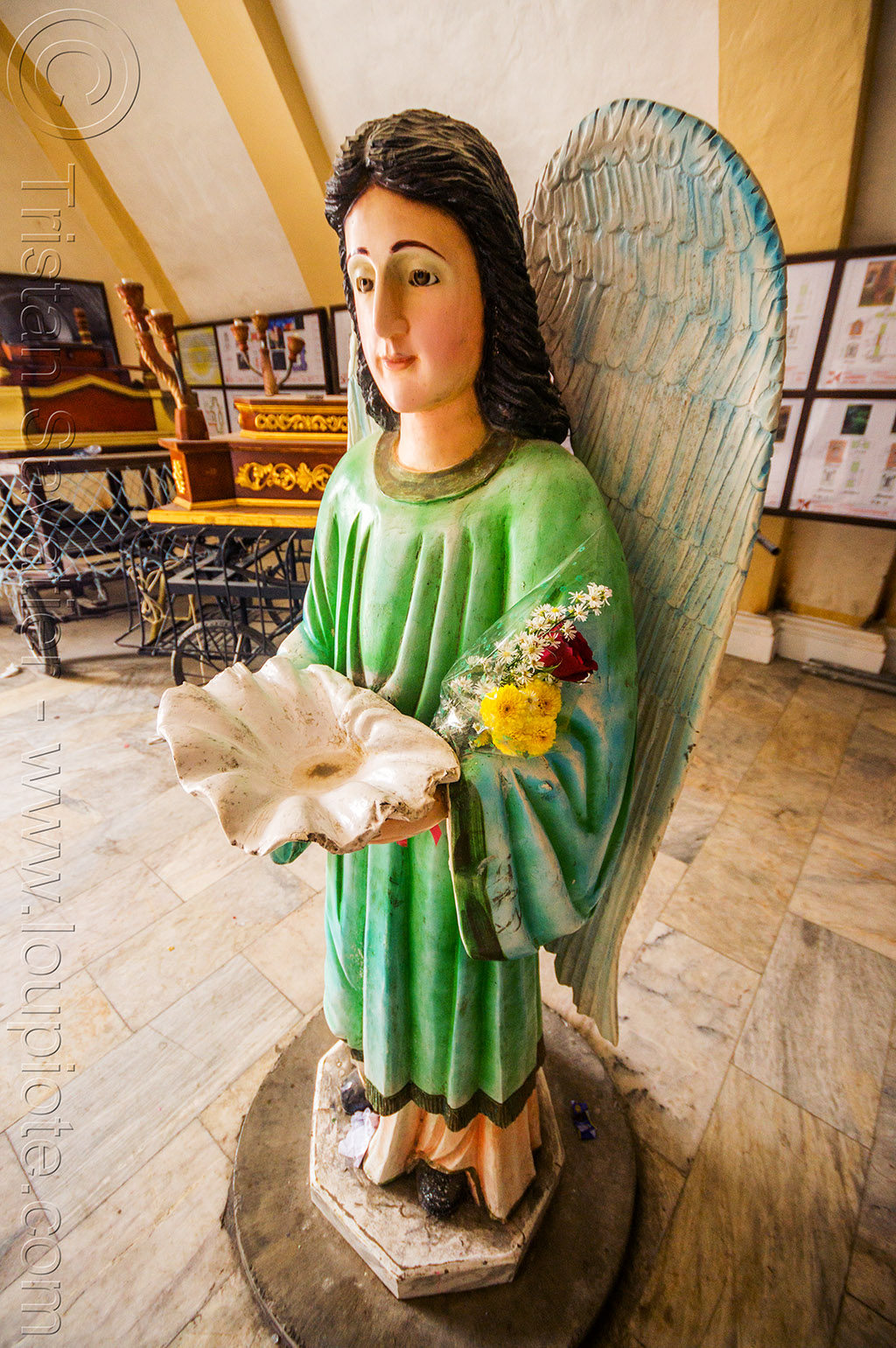 angel holding shell stoup (philippines), angel, philippines, religion, sculpture, sea shell, standing, status, stoup, tuguegarao