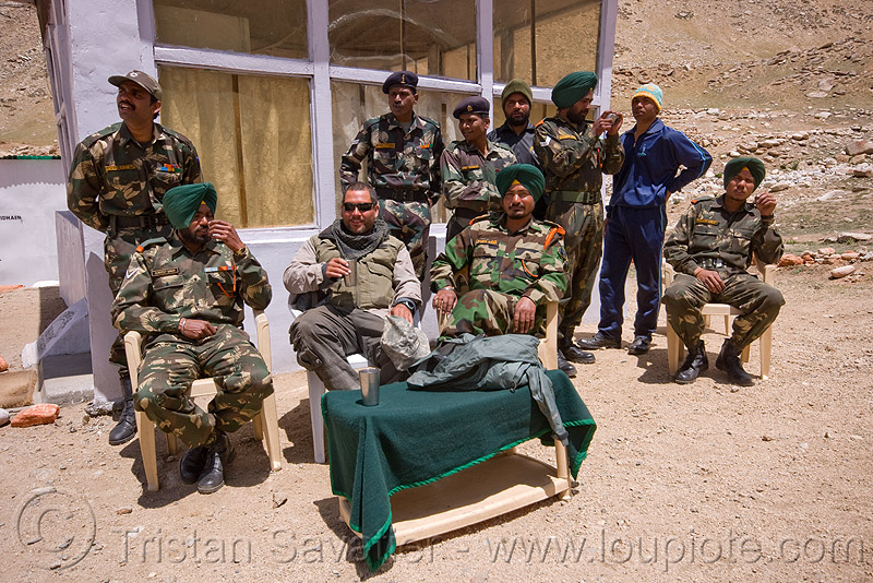 army check-point - road to chang-la pass - ladakh (india), ben, chang pass, fatigues, indian army, men, military, sikhism, sikhs, uniform