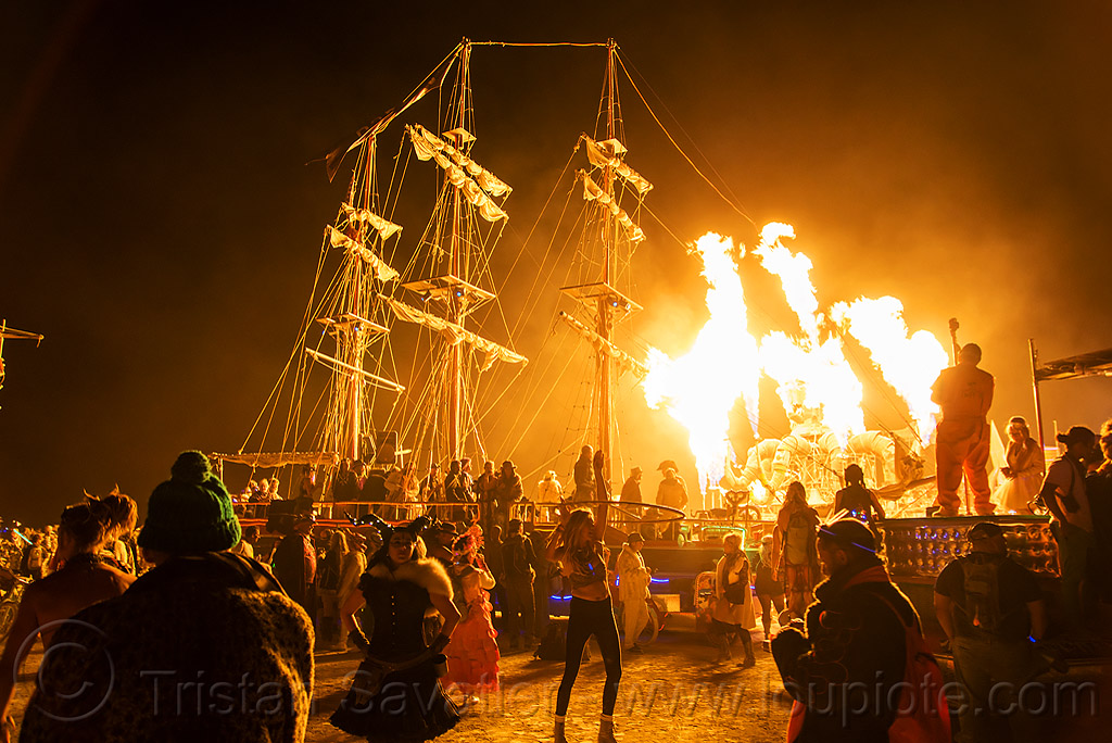 art ship monaco - burning man 2016, art ship monaco, burning man, el pulpo mecanico, fire, flames, metal, night, octopus art car, sculpture, steampunk octopus, tall ship