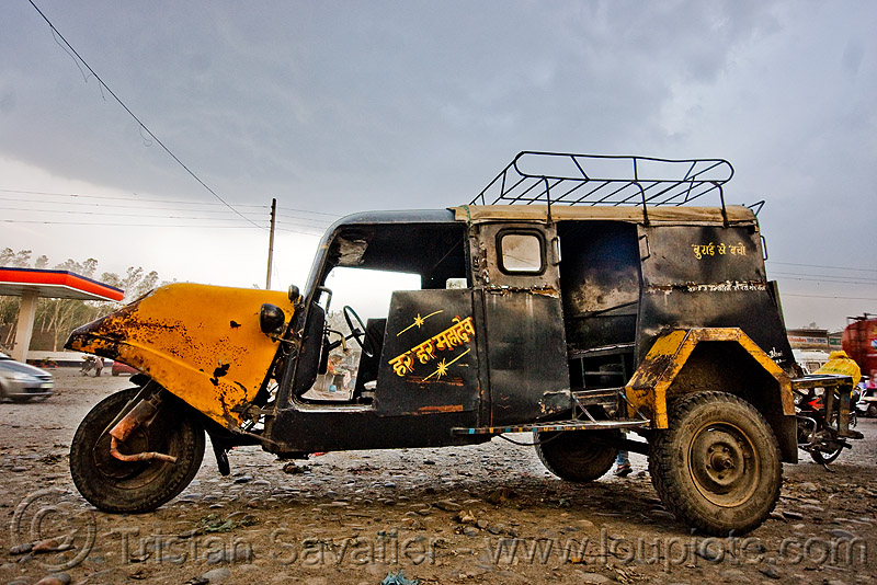 auto rickshaw taxi - bajaj tempo hanseat (india), auto rickshaw, autorick, bajaj, hanseat, public transportation, rick, road, taxi, tempo, three wheeler, tricycle, trishaw, wallah
