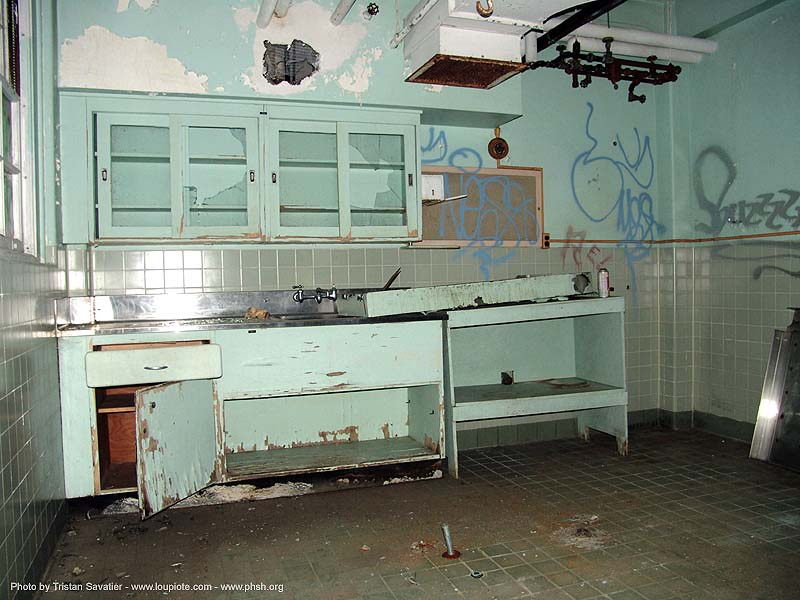 autopsy-room - abandoned hospital (presidio, san francisco) - phsh, abandoned building, abandoned hospital, autopsy, decay, graffiti, presidio hospital, presidio landmark apartments, trespassing