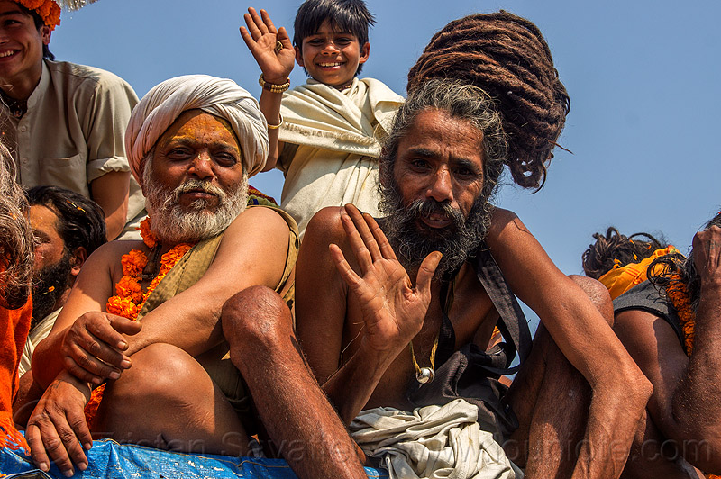 baba and sadhu with long dreadlocks tied in a knot (india), amavasya, beard, dreads, guru, hindu, hinduism, knotted hair, kumbh maha snan, kumbh mela, kumbha mela, maha kumbh, maha kumbh mela, mauni amavasya, men, people