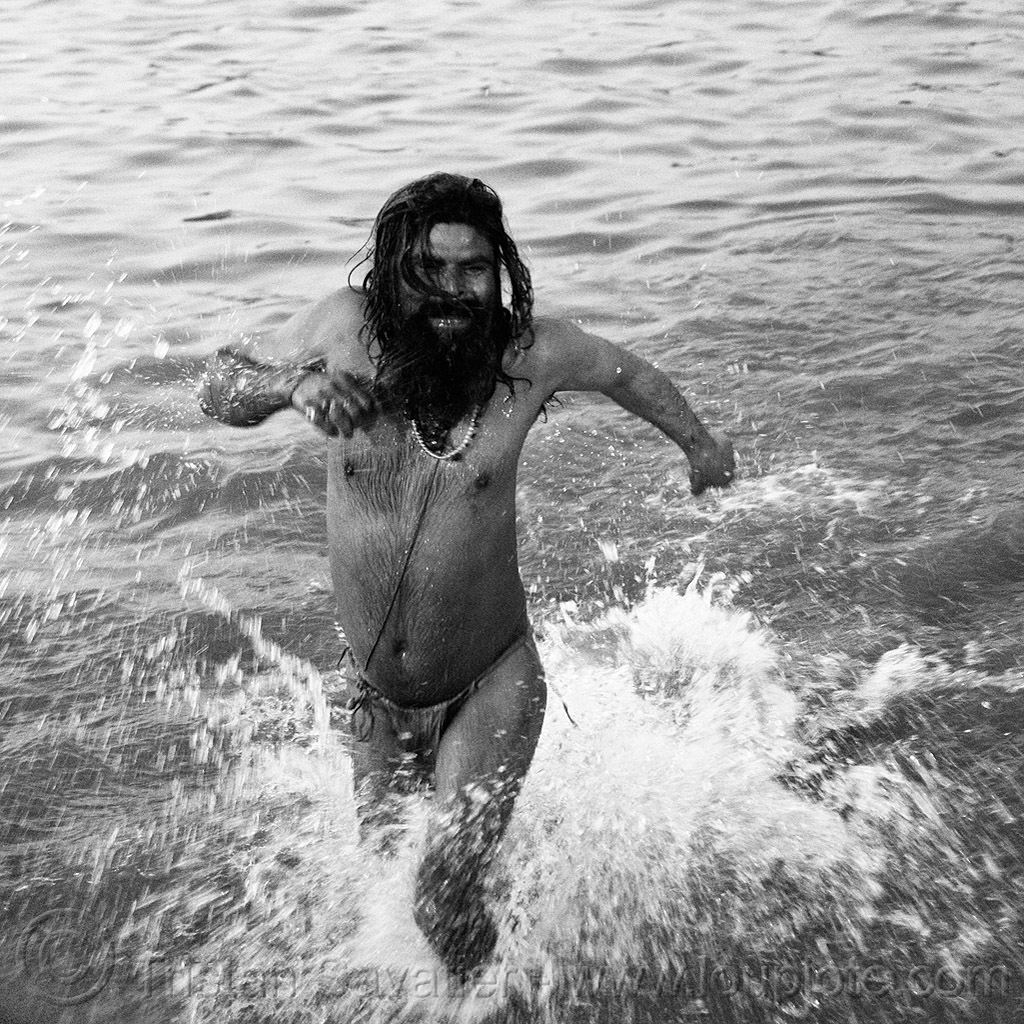 baba running in ganges river - kumbh mela 2013 (india), baba, bare chest, beard, ganga river, ganges river, hindu, hinduism, holy bath, holy dip, kumbha mela, maha kumbh mela, man, necklace, paush purnima, pilgrim, ritual bath, river bath, river bathing, running, sacred thread, sadhu, splashing, triveni sangam, water, yajno pavitam, yatri
