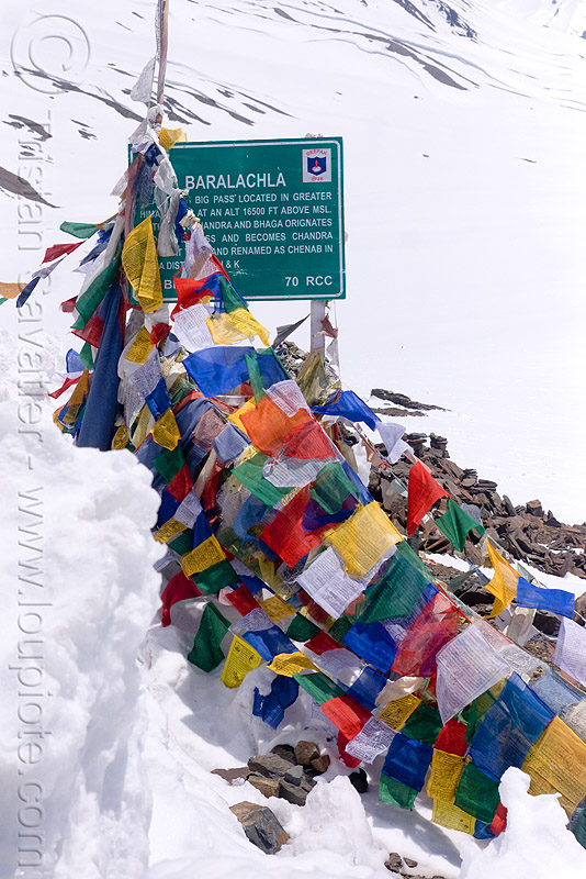 baralacha pass - manali to leh road (india), baralacha pass, baralachala, buddhism, india, ladakh, mountain pass, mountains, prayer flags, sign, snow, tibetan