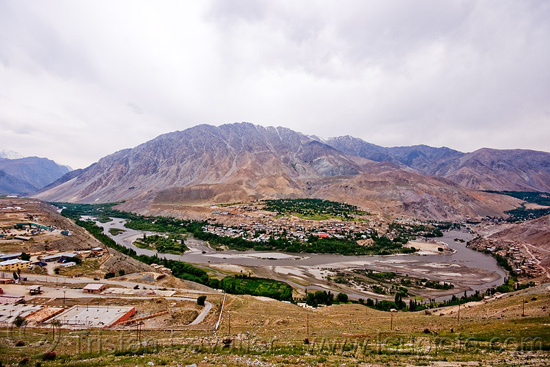 baroo colony - near kargil - leh to srinagar road - kashmir, mountains, river, river bed, valley
