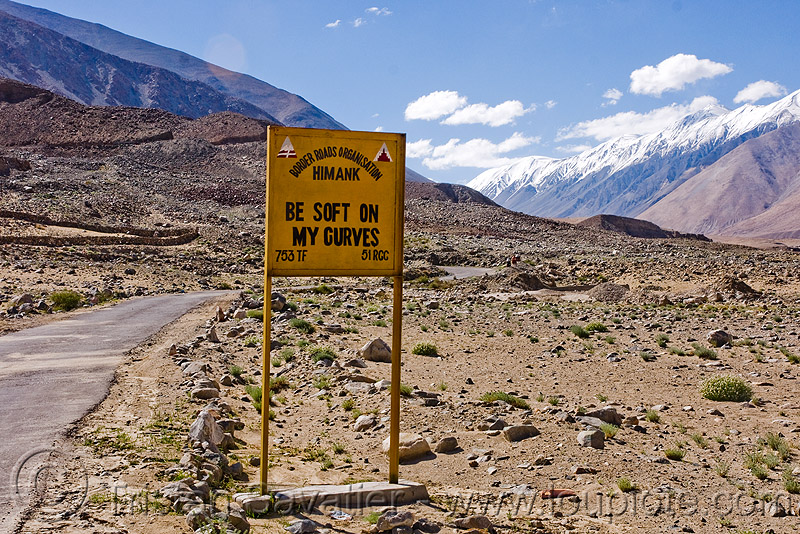 be soft on my curves - sign - road to chang-la pass - ladakh (india), be soft on my curves, border roads organisation, bro, ladakh, mountain pass, mountains, road sign, traffic sign