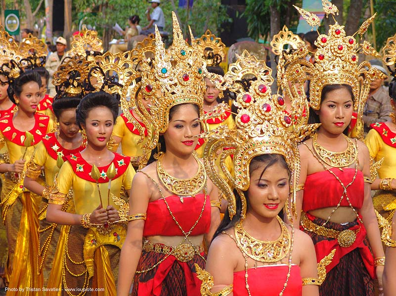 beautiful thai women in traditional royal thai costumes - ปราสาทหินพนมรุ้ง - phanom rung festival - thailand, asian woman, asian women, crowns, golden, headdress, headwear, performers, phanom rung festival, procession, royal, traditional costumes, ประเทศไทย, ปราสาทหินพนมรุ้ง