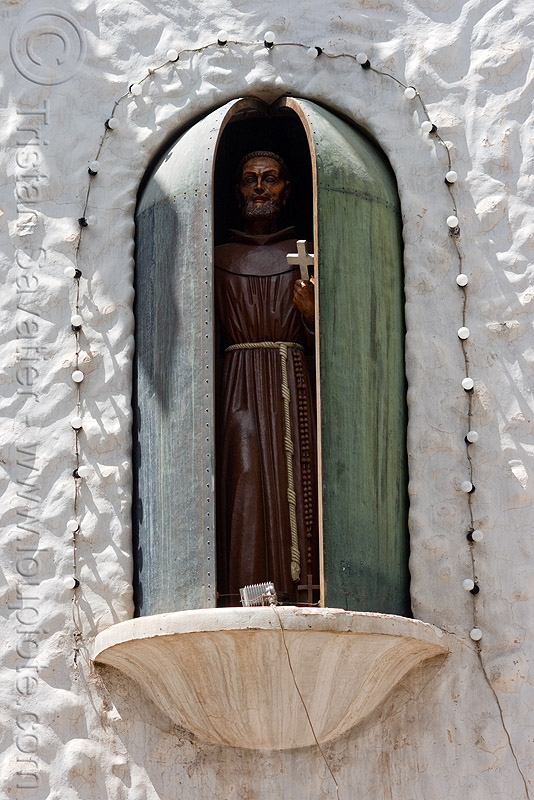 bendición de san francisco solano - humahuaca (argentina) - 21 of 23, animated, bendición, benediction, copper, cross, doors, missionary, monk, noon, noroeste argentino, quebrada de humahuaca, religion, saint, san francisco solano, sculpture, statue