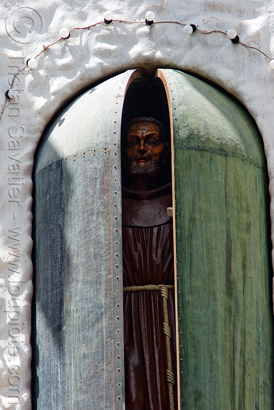 bendición de san francisco solano - humahuaca (argentina) - 22 of 23, animated, bendición, benediction, copper, doors, missionary, monk, noon, noroeste argentino, quebrada de humahuaca, religion, saint, san francisco solano, sculpture, statue