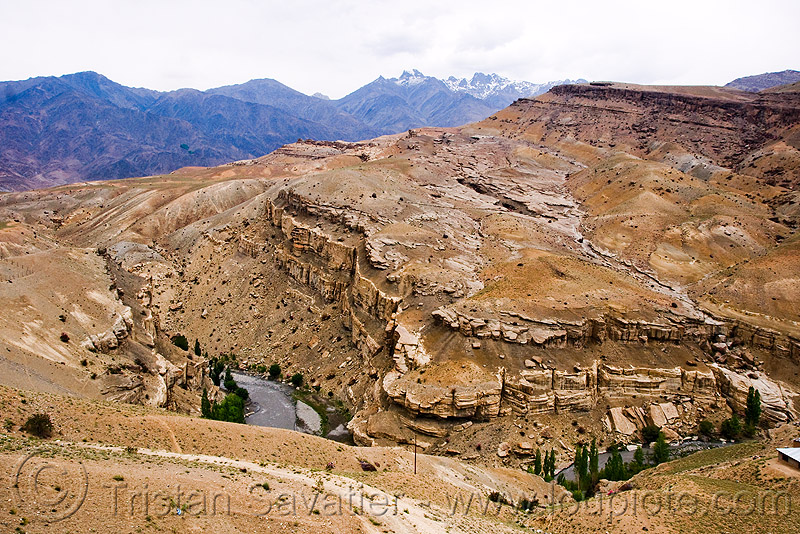between mulbek and kargil - leh to srinagar road - kashmir, canyon, kashmir, mountains, river, valley