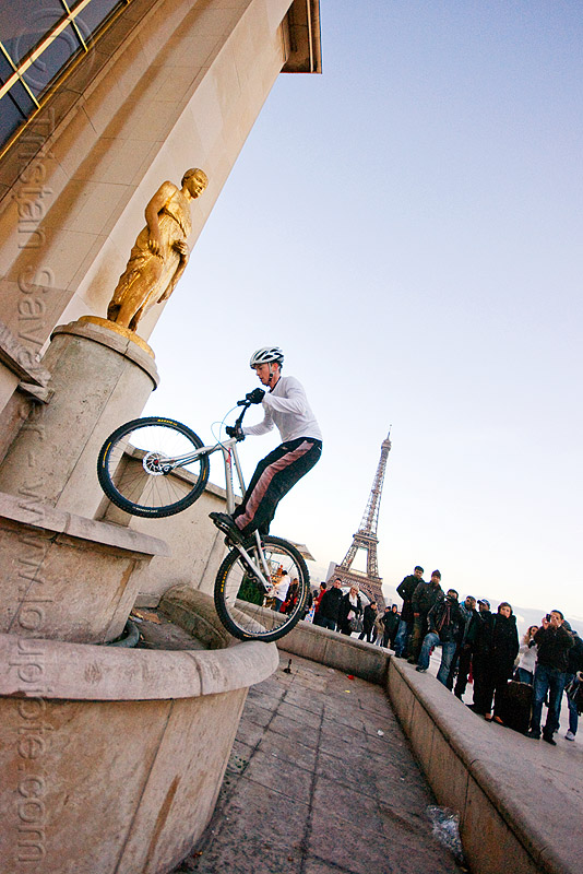 bike trials at palais de chaillot (paris), bicycle, bike trials, bmx, crowd, eiffel tower, freestyle, man, mountain bike, mountain biking, palais de chaillot, paris, spectators, trial bike, trocadero, trocadéro, vtt