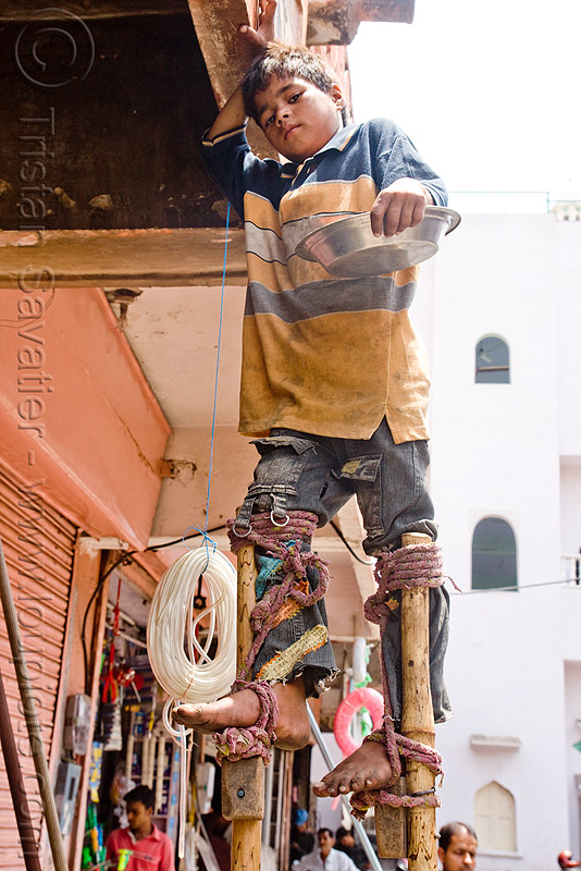 boy begging on stilts - jaipur (india), bare feet, barefoot, beggar, child, pan handling, people, ropes, stiltwalker, stiltwalking, street kid