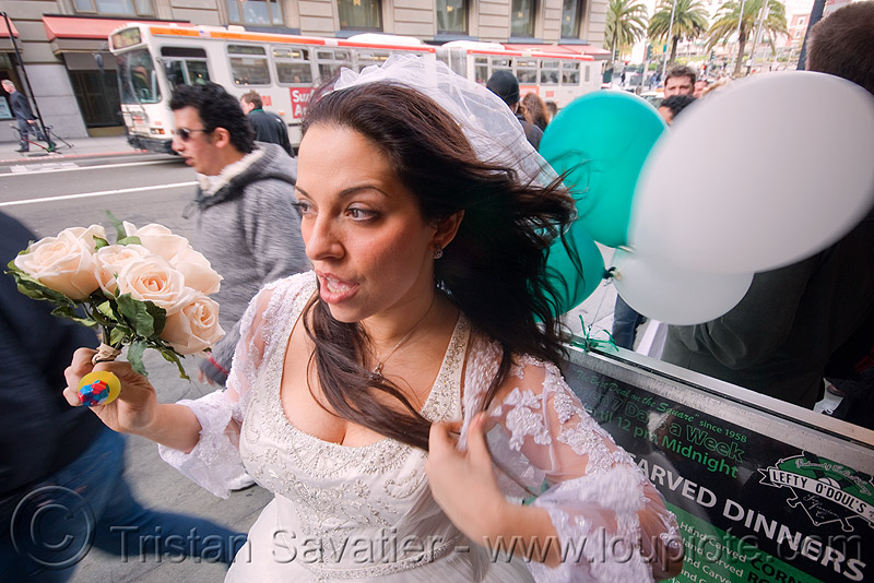 bride with bouquet and balloons - diana furka - brides of march (san francisco), balloons, bridal bouquet, brides of march, diana furka, festival, flowers, wedding, white roses, woman