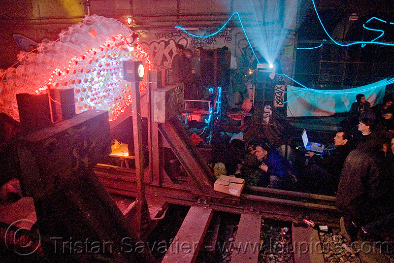 buffer stop - underground rave party in abandoned train tunnel - buffer stop - saoulaterre - FC crew - frotte connard - F7 - cavage records - université paris X nanterre, abandoned, buffer stop, cavage, f7, fc crew, frotte connard, nanterre, paris, rails, rave party, saoulaterre, train tunnel