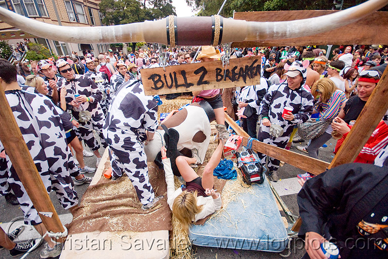 bull 2 breakers float - cow costumes, bay to breakers, bull 2 breakers, bull horns, carnival float, costume, cow costumes, crowd, footrace, street party