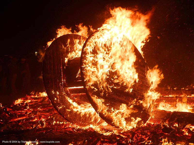cable wheel burning - burning-man 2004, art, burn, burning man, fire, flames, night, the burn