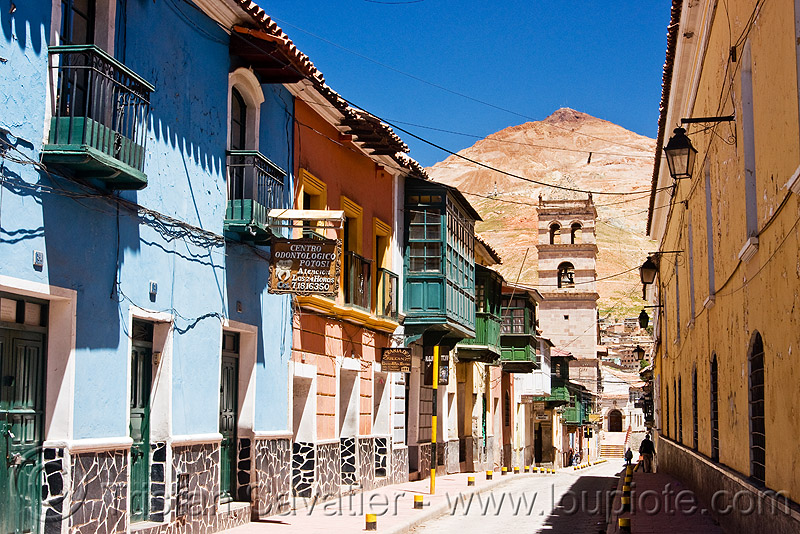 calle tarija and the cerro rico mountain - potosi (bolivia), bolivia, calle tarija, cerro rico, colonial architecture, houses, potosí, vanishing point
