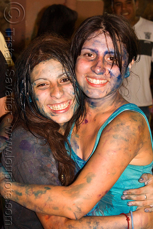 carnaval - carnival in jujuy capital (argentina), andean carnival, argentina, friends, hugging, jael, jujuy capital, natalia, naty, noroeste argentino, paint, san salvador de jujuy, women