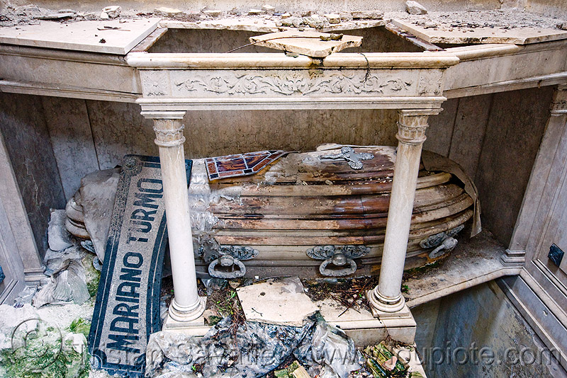 casket in abandoned tomb - recoleta cemetery (buenos aires), argentina, buenos aires, casket, coffin, crypt, grave, graveyard, mariano turmo, recoleta cemetery, tomb, vault