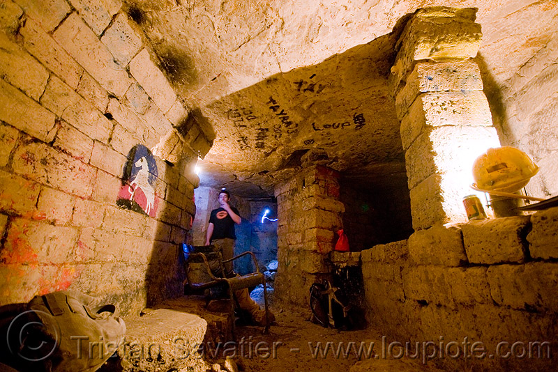 catacombes de paris - catacombs of paris (off-limit area) - bar de rats - rocco, bar des rats, catacombs of paris, cave, rocco, trespassing, underground quarry