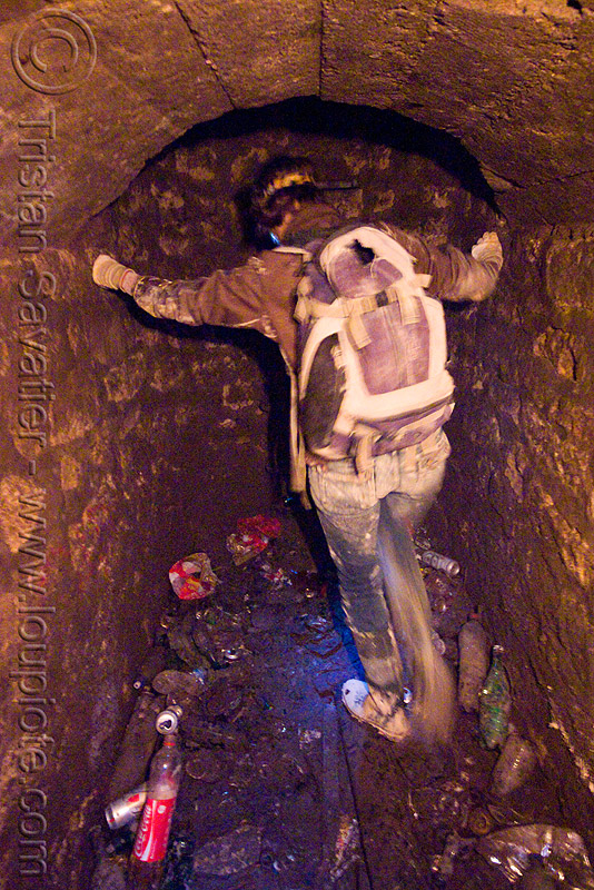 catacombes de paris - catacombs of paris (off-limit area) - bottom of an access shaft, catacombs of paris, cave, juju, julie, shaft, trespassing, underground quarry