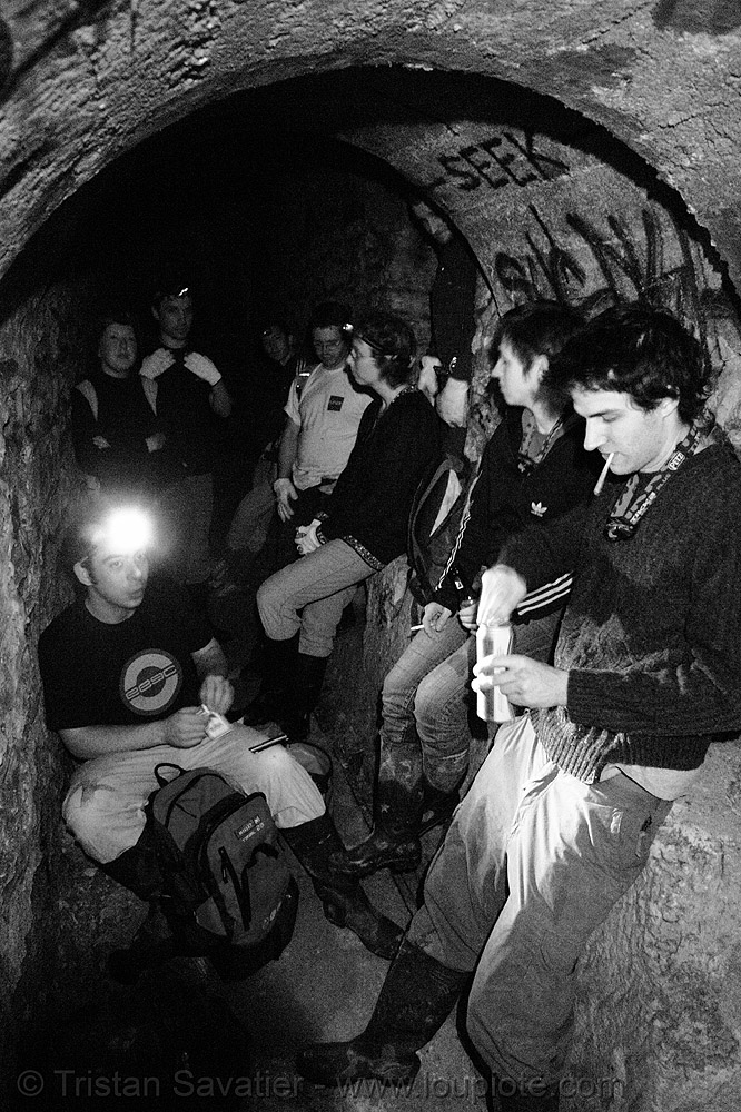 cataphiles (urban cavers) in underground tunnel - catacombes de paris - catacombs of paris (off-limit area), cataphiles, cave, clandestines, hôpital du val-de-grâce, illegal, paris, trespassing, tunnel, underground quarry, val-de-grace