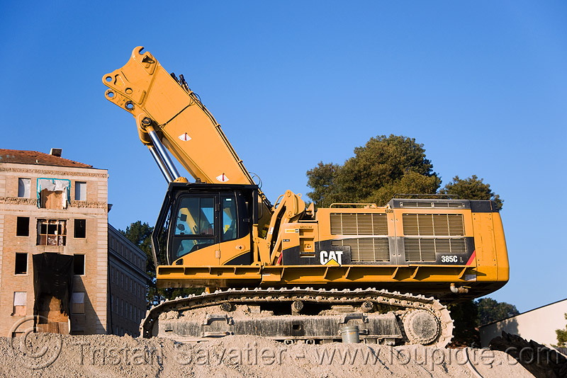 caterpillar CAT 385C excavator, abandoned building, abandoned hospital, building demolition, caterpillar 385c, caterpillar excavator, demolition excavator, heavy equipment, high reach demolition, hydraulic, long reach demolition, machinery, presidio hospital, presidio landmark apartments, ultra high demolition