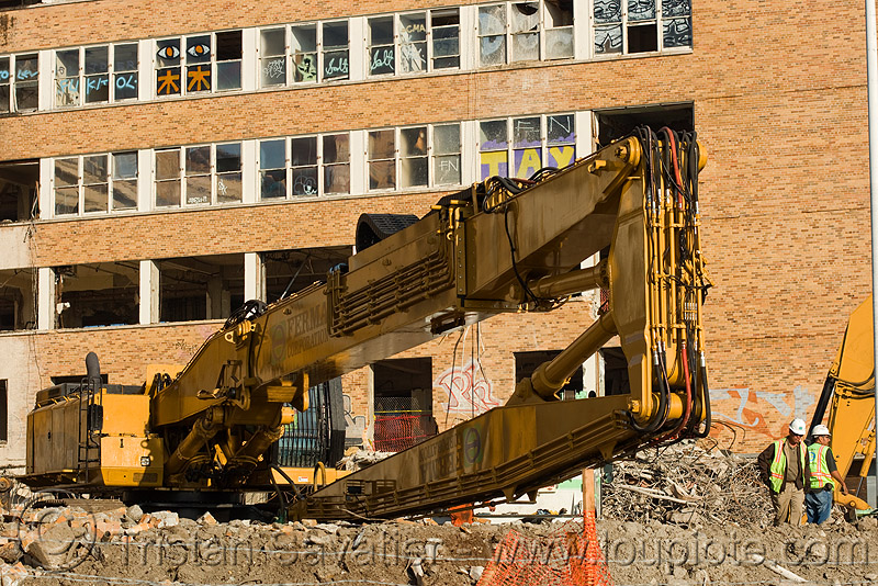 caterpillar CAT 385C ultra high demolition excavator, abandoned building, abandoned hospital, building demolition, cat 385c, caterpillar 385c, caterpillar excavator, demolition excavator, heavy equipment, high reach demolition, hydraulic hammer, long reach demolition, machinery, npk e-213, presidio hospital, presidio landmark apartments, ultra high demolition
