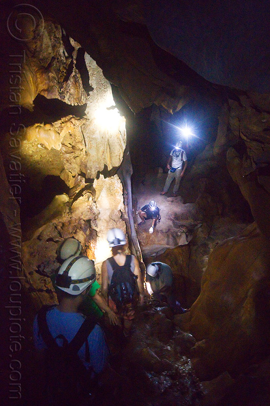 caving in mulu - racer cave (borneo), borneo, cavers, caving, gunung mulu national park, malaysia, natural cave, racer cave, spelunkers, spelunking