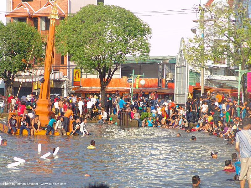 chiang mai moat - songkran festival - เชียงใหม่ - สงกรานต์ (thai new year), people, soaked, swimming, wading, water, water festival, wet, ประเทศไทย, สงกรานต์, เชียงใหม่