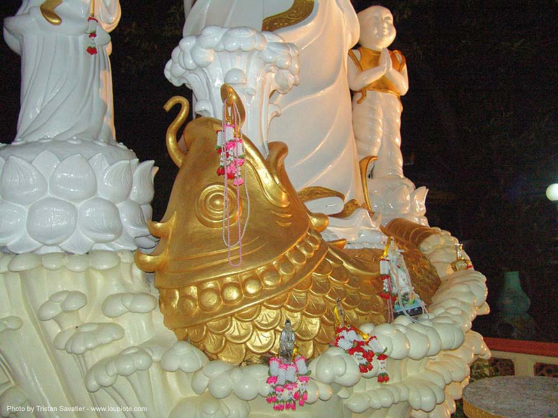 chinese temple - sculptures - golden fish - tha ton - near fang (thailand), golden color, night, ประเทศไทย