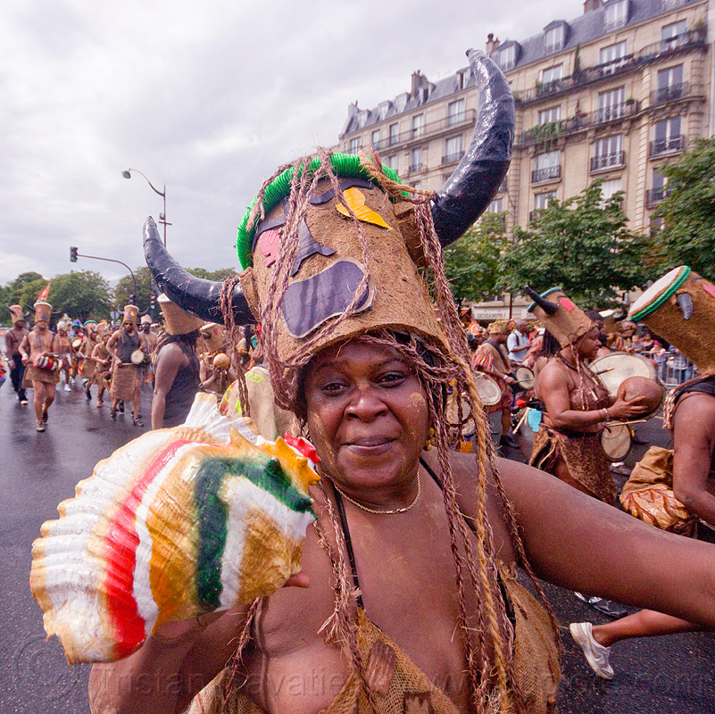 choukaj at the carnaval tropical de paris, caribbean, carnaval tropical, carnival, choukaj, conch horn, costumes, creole, créole, festival, guadeloupe, hat, horns, indigenous culture, parade, paris, seashell horn, traditional, tribal, west indies, woman