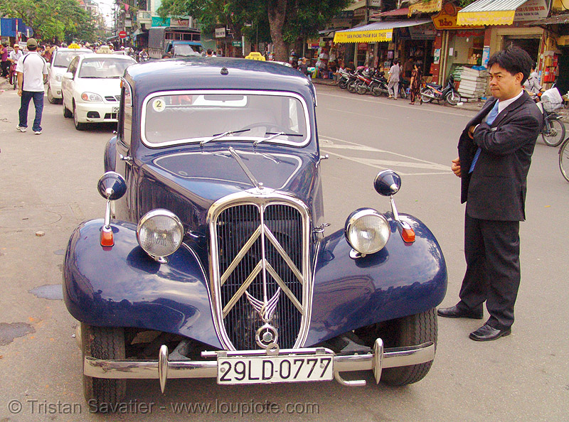 "citroën ""traction avant"" - vietnam, antique, automobile, car, citroen, classic car, hanoi, historical, people, vintage"