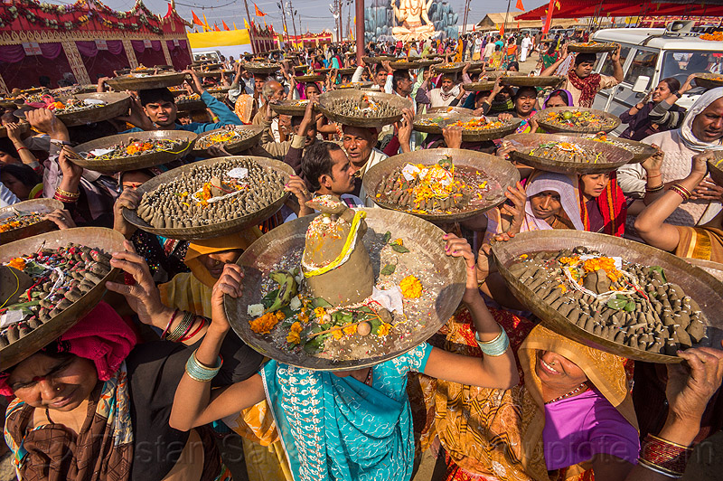 clay shiva linga's hindu offerings in trays - procession - ceremony - kumbh mela (india), carrying on the head, clay, crowd, hindu ceremony, hinduism, kumbha mela, lingams, lingas, maha kumbh mela, offerings, procession, shiva, street, trays, walking
