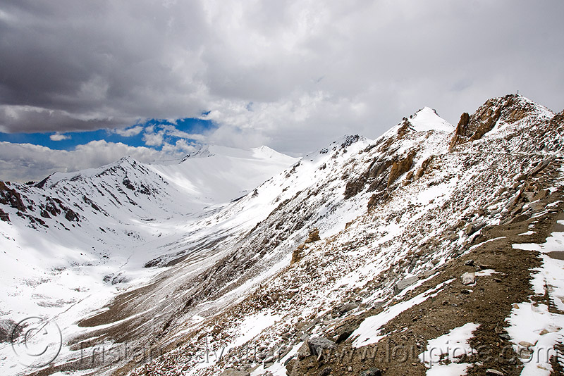 close from the top - khardungla pass - ladakh (india), khardung la pass, ladakh, mountain pass, mountains, snow