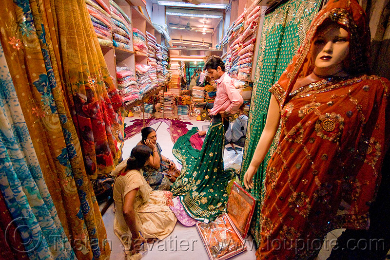 cloth shop - store dummy - delhi (india), mannequin, night, people