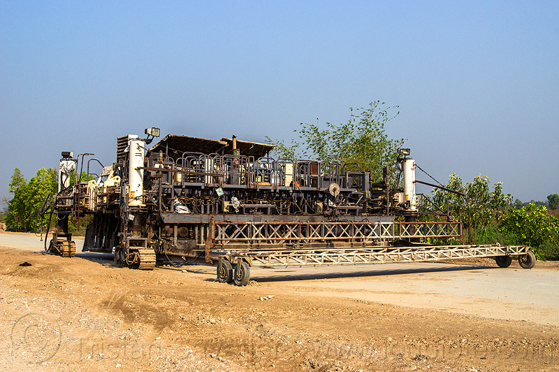 concrete paver (india), concrete paver, india, paving machine, road construction, slipform paver, wirtgen