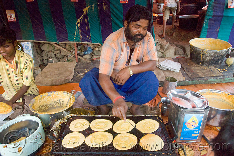 cooking pancakes - langar (free community kitchen) - amarnath yatra (pilgrimage) - kashmir, amarnath yatra, cooking, cooks, food, kashmir, kitchen, langar, pan, pancakes, sikh, sikhism