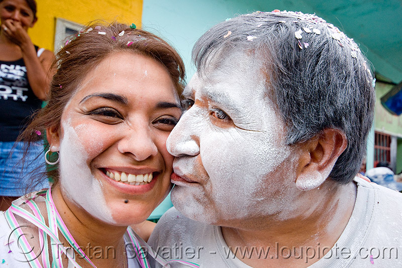 couple covered with white talk powder - carnaval - carnival in jujuy capital (argentina), andean carnival, carnaval, couple, jujuy capital, kiss, kissing, man, noroeste argentino, san salvador de jujuy, talk powder, white, woman
