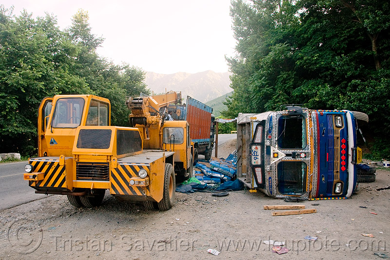 crane truck - overturned truck - kashmir, crane truck, ecel, escorts mac-1214, india, kashmir, lorry, mobile crane, overturned truck, road, rollover, tata motors, traffic accident, truck accident, truck crane