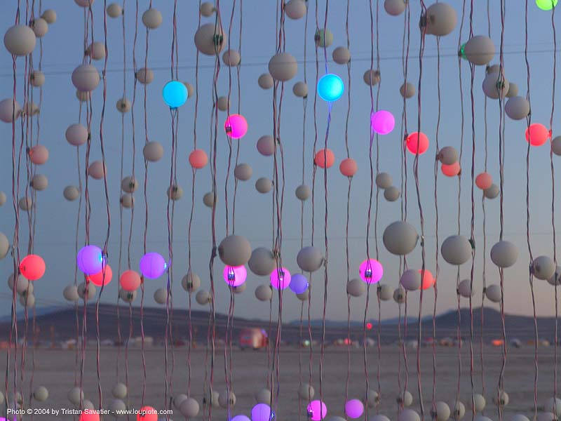 the cubatron by mark lottor - burning-man 2004, art installation, burning man, cubatron, cube, mark lottor, network wizards