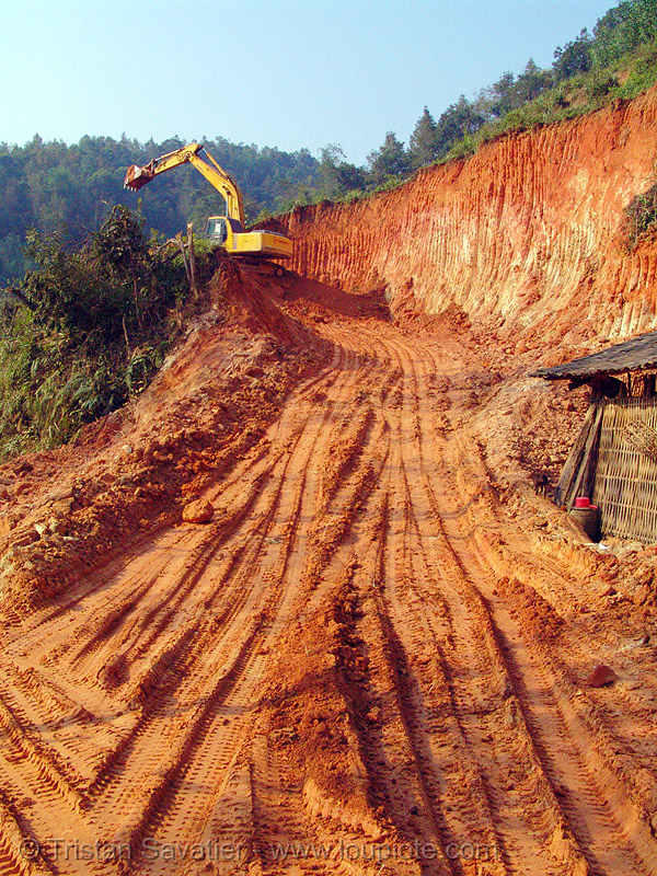 daewoo S220LC-V excavator - road construction - vietnam, at work, cao bang, cao bằng, daewoo excavator, earth, groundwork, heavy equipment, hydraulic, machinery, roadworks, working