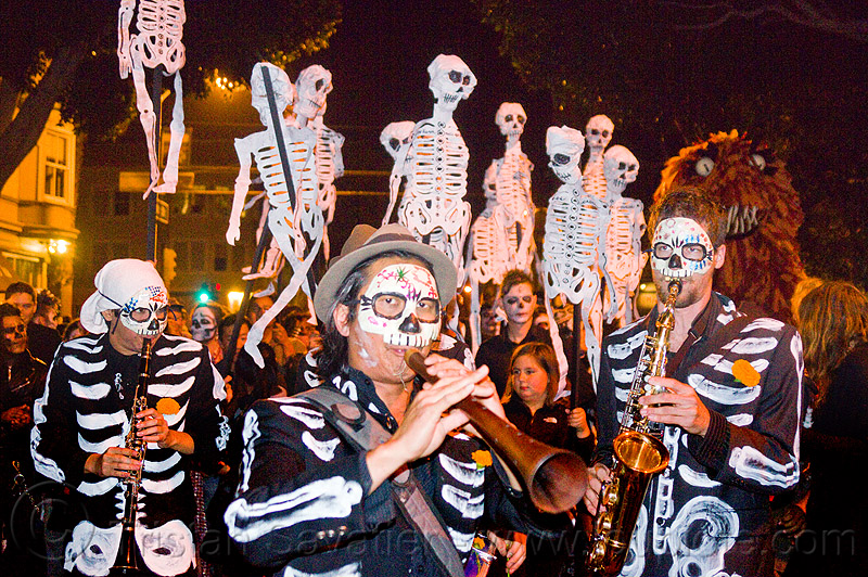dancing skeletons - paper puppets, crowd, day of the dead, dia de los muertos, halloween, musicians, night, paper skeleton puppets, paper skeletons, people, procession, street, street musicians