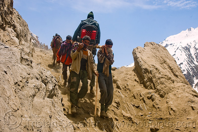dandi / doli (chair carried by 4 porters) - amarnath yatra (pilgrimage) - kashmir, amarnath yatra, chair, dandis, dandy, dolis, hiking, hindu pilgrimage, india, kashmir, mountain trail, mountains, pilgrims, porters, trekking, wallahs