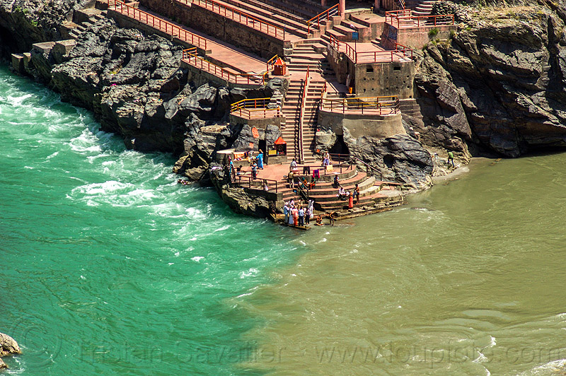 devprayag - ghat at the sangam - confluence of the alaknanda and bhagirathi rivers into the  ganges river (india), alaknanda river, bhagirathi river, confluence, crows, devprayag, ganga river, ganges river, ghat, hinduism, pilgrims, river bed, rivers, rocks, sangam, stairs, steps, water, yatris